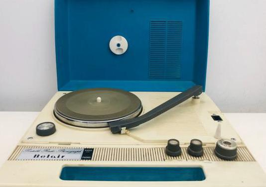 Belair portable phonograph 1967