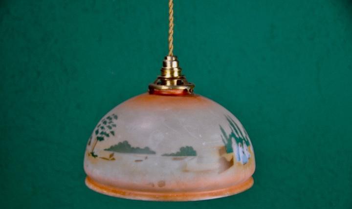 Lámpara de techo opalina pintada a mano