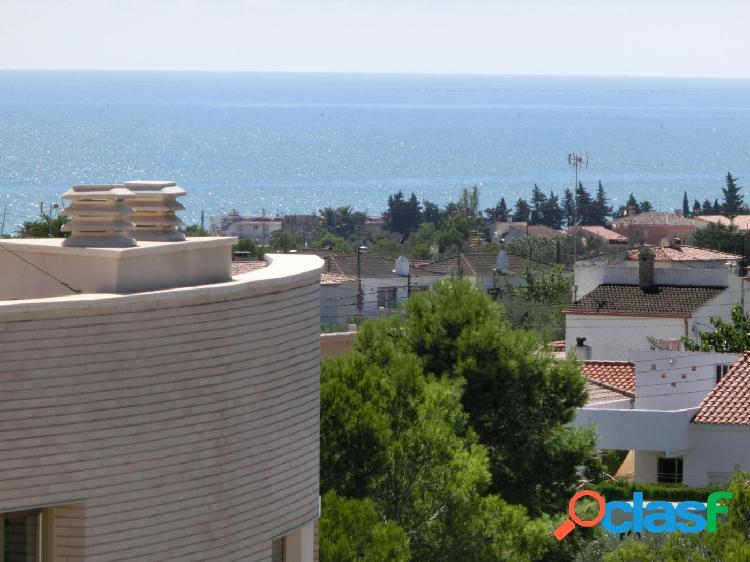 Apartamento de 70 m2, consta de 2 dormitorios, terraza, piscina