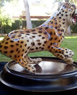 Leopardo de porcelana de manises.