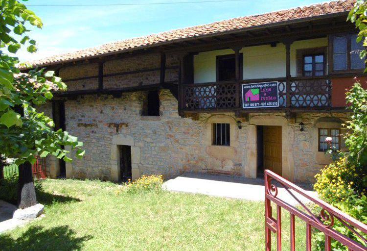 Venta de Casa de piedra con hórreo y finca en León