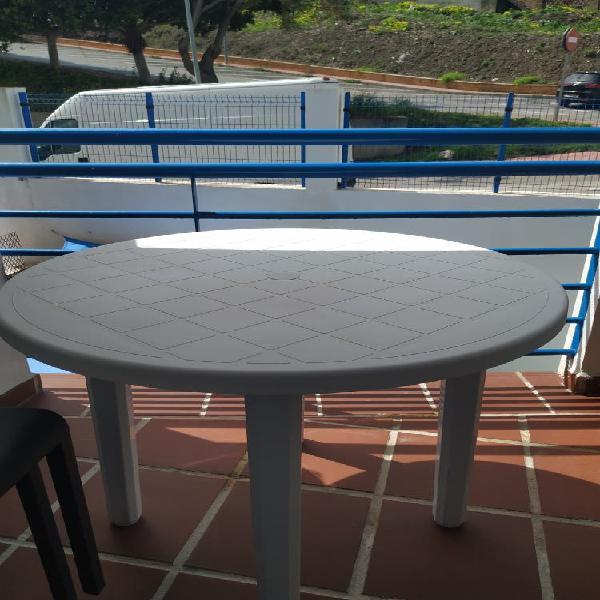 Mesa y sillas exterior jardin