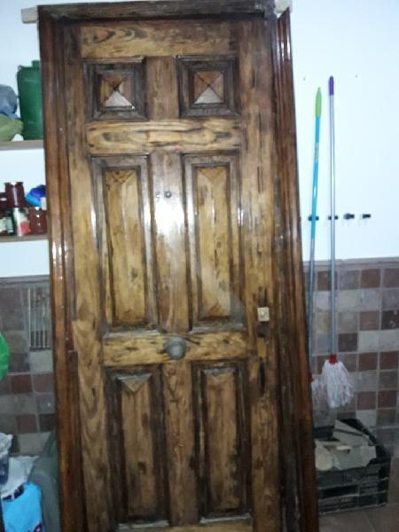 Puerta principal madera maciza