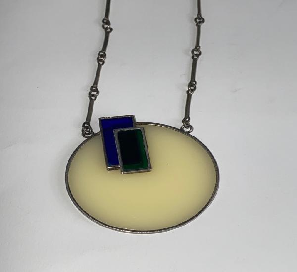 Colgante de diseño en cristal opaco y plata. s.xx.