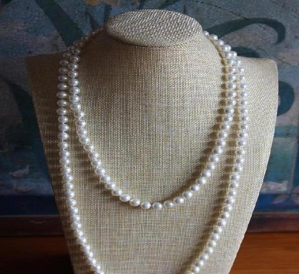 Largo collar de perlas blancas calibre 8 mm