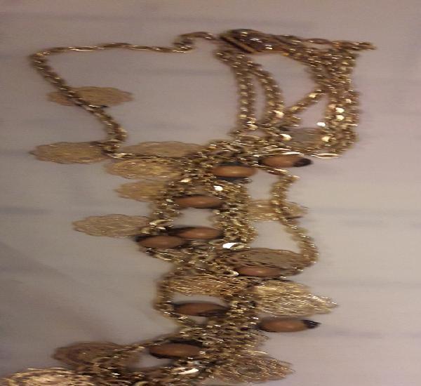 Precioso y grande collar de bisuteria color oro