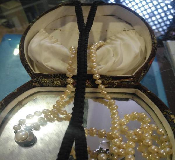 Perlas con su estuche antiguo los dos conjuntos