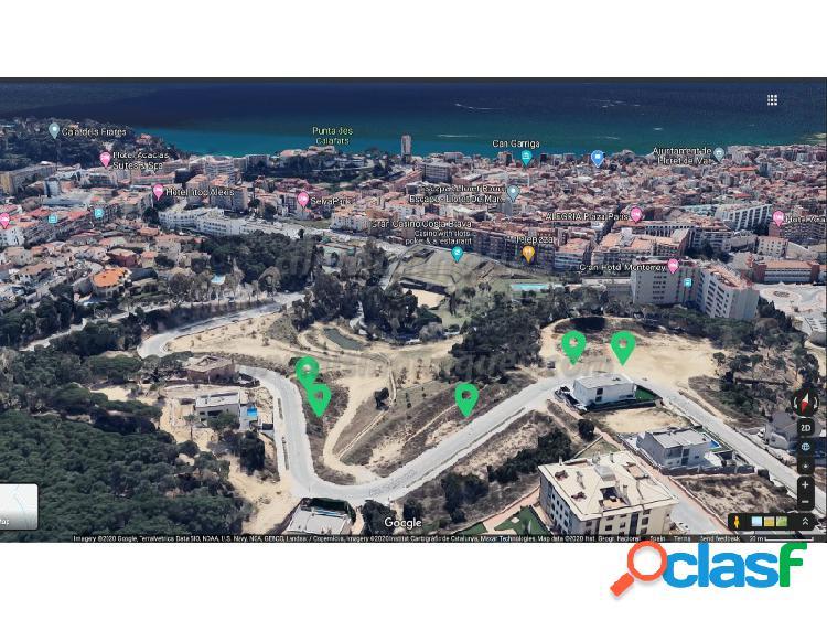Estupenda parcela en zona monterrey, 853 m2, muy cerca del centro y de la playa.