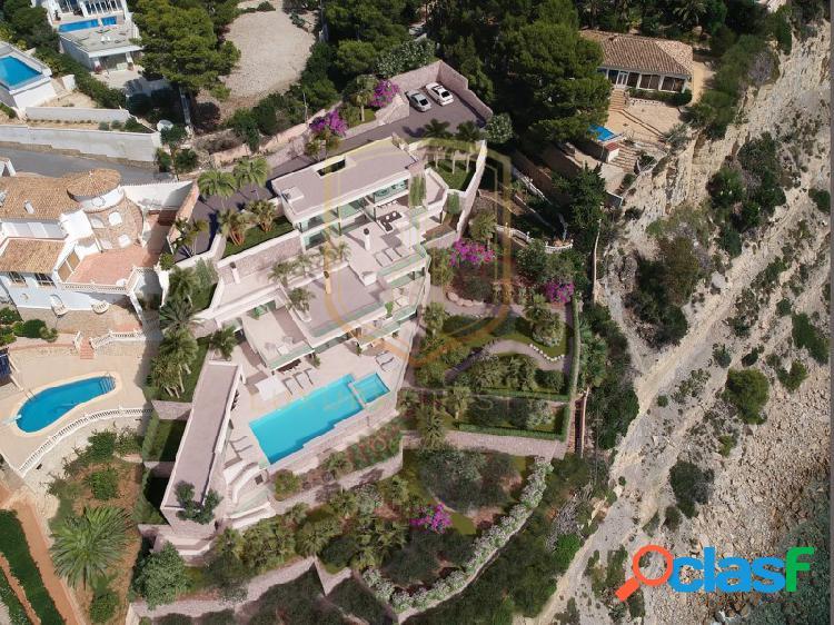 Fantástica villa en primera línea de mar con acceso privado directo a la playa