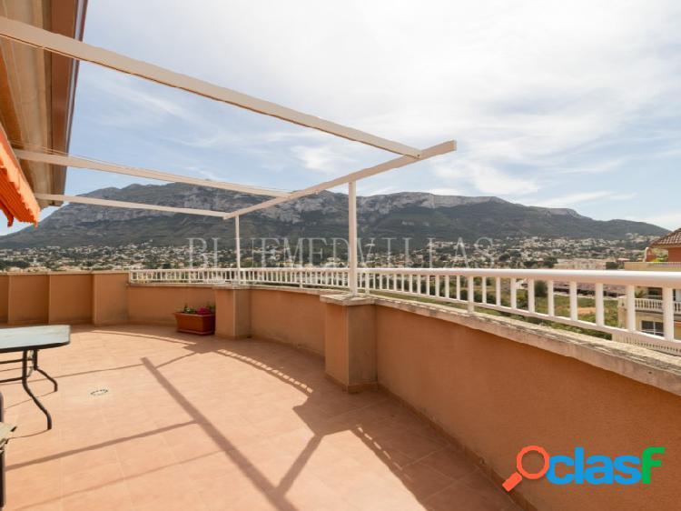 Ático duplex con terraza de 100 m2 en venta en dénia