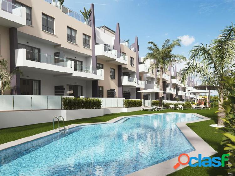Hermosas apartamentos con vistas al mar y solo a 100 metros de la playa
