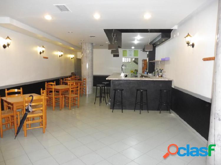 Se vende o alquila local reformado como bar restaurante.