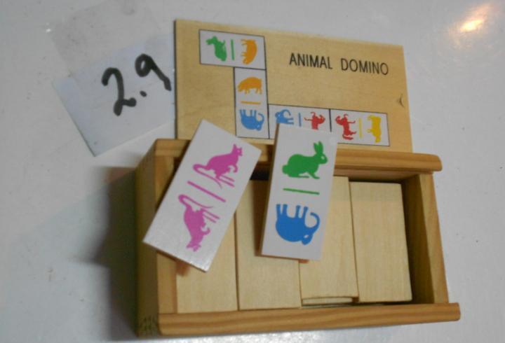 Antiguo domino animal con fichas de madera nuevo sin usar