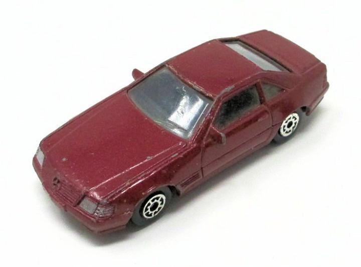 Mercedes benz 500 sl de mc toy. mide 7 cm de largo.