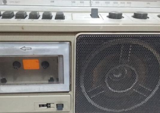 Radio antigua sony con cassette