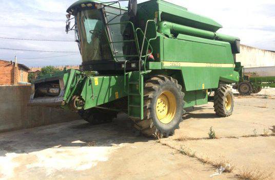Venta de Cosechadora John Deere 2256 en León