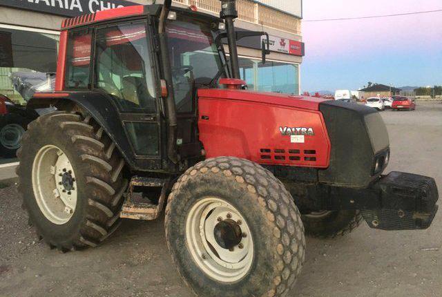 Venta de Tractor Valtra 6350 HITECH en Murcia