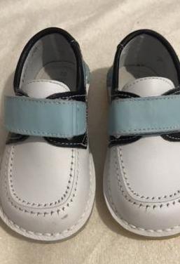 Zapato infantil de piel marca barritos. talla 20