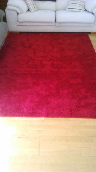 Alfombra de salón en color rojo
