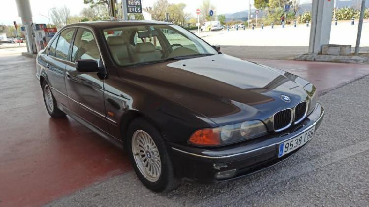 Bmw 528i color negro en venta