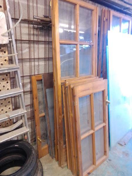 Puertas y ventanas acristaladas de madera