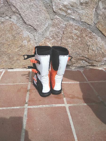 Se venden botas de motocross de la talla 37, marca