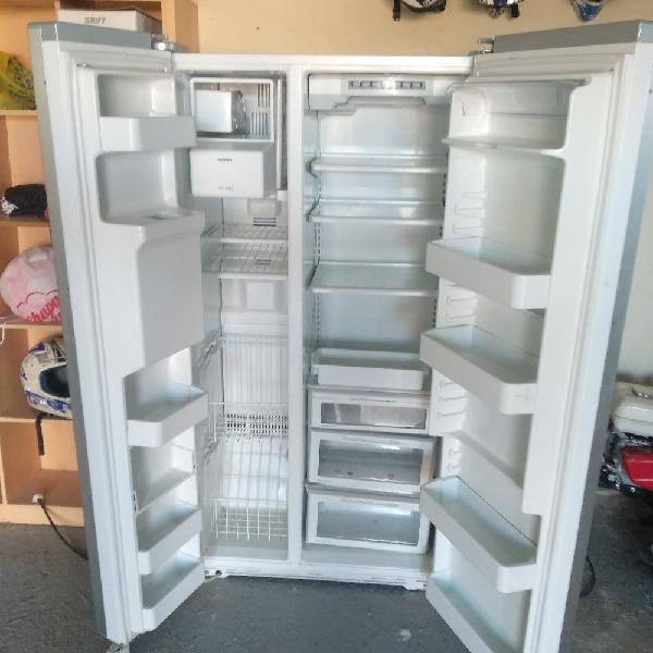Frigorífico congelador dispensador hielos american