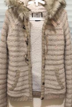 Abrigo con capucha de bershka, talla s