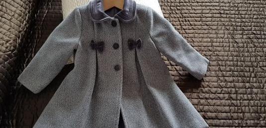 Abrigo gris combinado con terciopelo