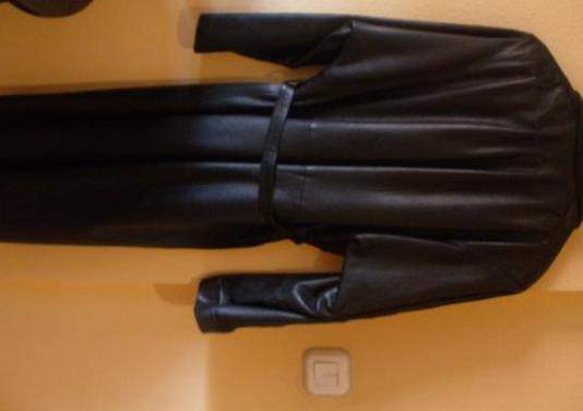 Abrigo negro de cuero de señora-talla 44