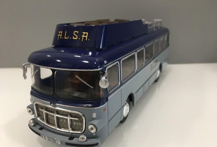 Autobus pegaso comet 5061 con matrícula de oviedo. alsa.