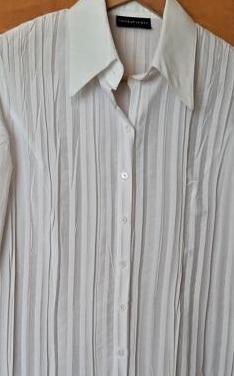 Camisa blusa blanca aspecto arrugado