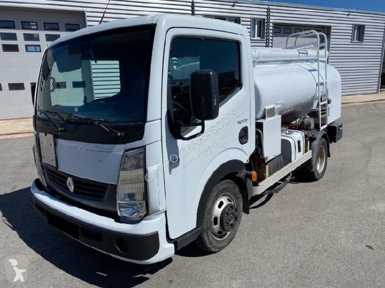 Camión Renault cisterna hidrocarburos Maxity 150.45 4x2