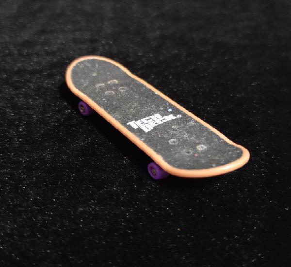 Mini monopatin tech deck.