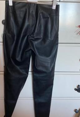 Pantalón cuero zara
