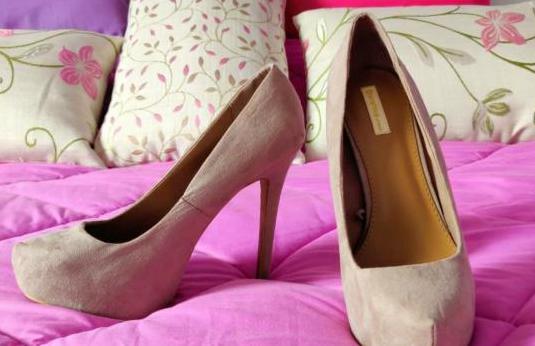 Zapato salón gris perla