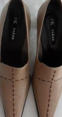 Zapatos de mujer beige(nuevos). nº.: 37