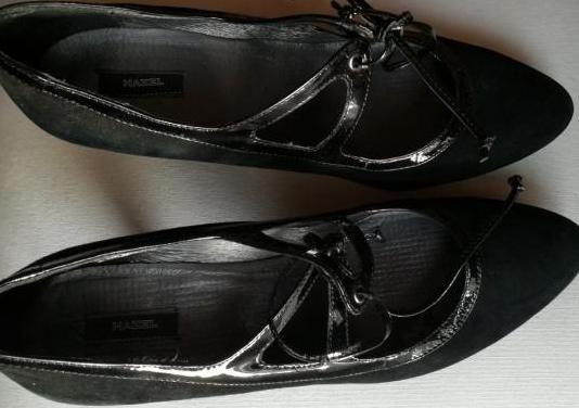 Zapatos e mujer de tacón