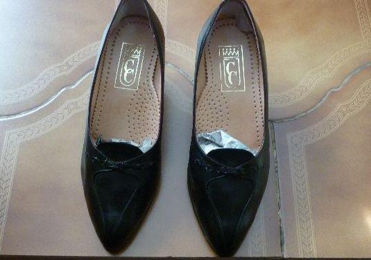Zapatos mujer piel talla 38/39 -nuevos-