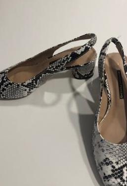 Zapatos destalonados piel de serpiente