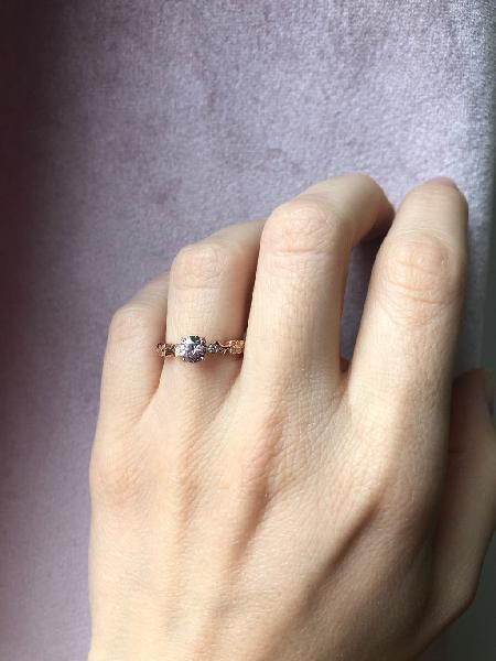 Anillo compromiso.oro rosa, zafiro rosa y diamante