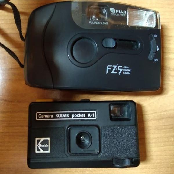 Dos cámaras de foto antiguas. de carrete.