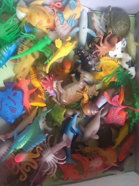 Lote más de 70 animales de juguetes