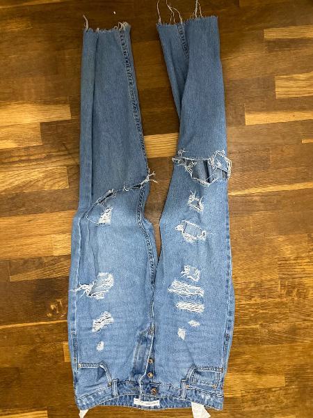 Pantalones mom con rotos