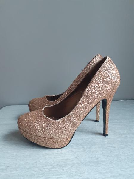Zapatos purpurina dorada