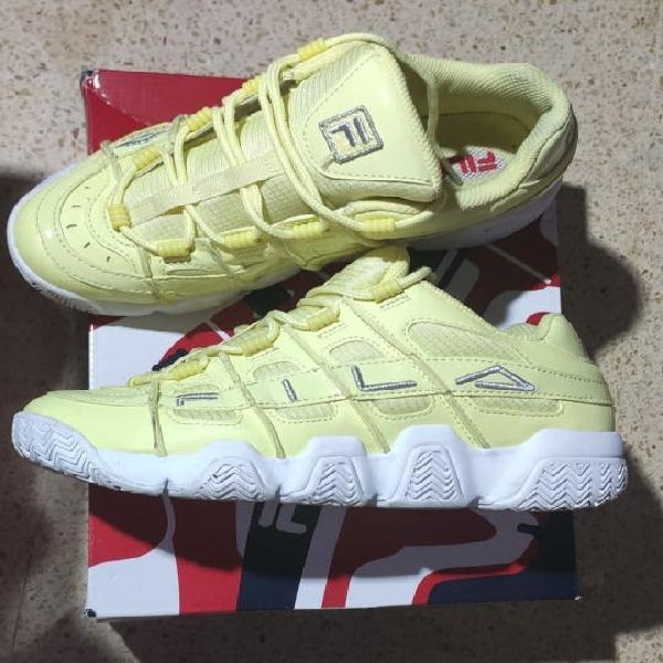 Zapatos. (bambas y botas)