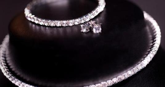 Set de pulsera, collar y pendientes swarovski