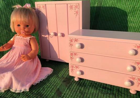 Armario y cómoda de muñecas madera