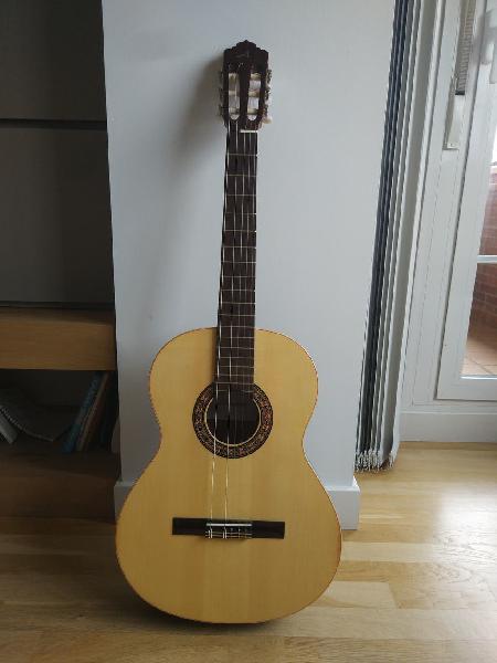 Guitarra clásica almansa con accesorios