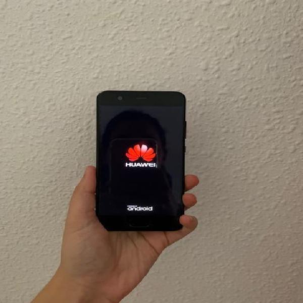 Huawei p10 con funda y cargador incluido.